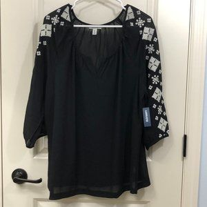 😍 NWT Old Navy Embroidered Blouse - Size XL!😍